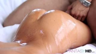 Big boob blonde Tasha Holz zahlt für das Taxi mit hartem und angenehmen Sex