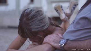 Schneller Sex mit einer schwanzlosen Blondine