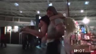 Angelina Castro umarmt ihren Schwanz mit ihrer Vagina