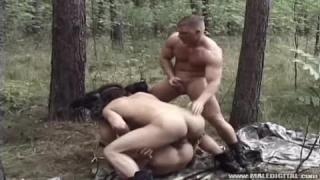 Soldaten im Schlamm ficken wie die Schweine