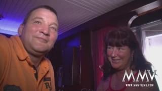 Deutsch Ältere Paare in einem Swinger-Club
