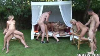 Geiler Gruppensex im Freien mit Pornostars