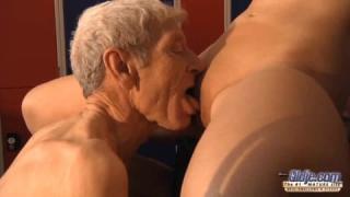 Casting-Porno zu einem unerfahrenen Rotschopf