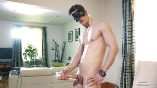Maskierter Jake wichst sexy für dich