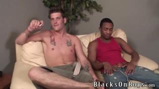 Schwarz Küsse und wilder Sex zwischen geil College