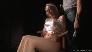 Kathia Nobili ist eine Schlampe die BDSM mag