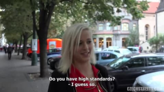 Ich habe diese Blondine  bei Tits in mein Taxi geholt