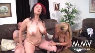 Ein Dreier mit reifen, notgeilen Menschen bei Hausfrauensex