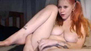 Die kurvenreiche Rothaarige solltest du sehen bei Amateursex