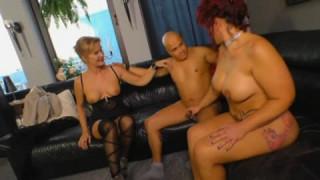 Dieser Mann mag seine beiden Frauen zusammen bei mature sex
