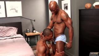 Damian Brooks fickt mit Jay Black bei big black cocks